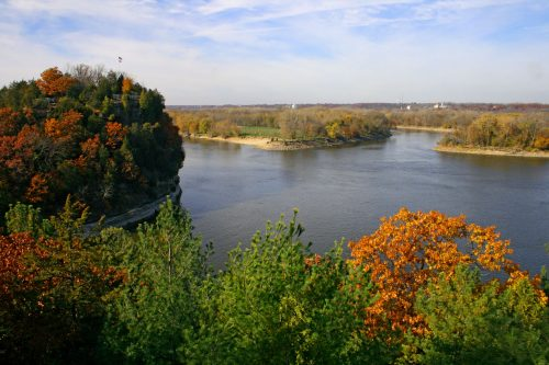 Starved Rock view of Illinois River